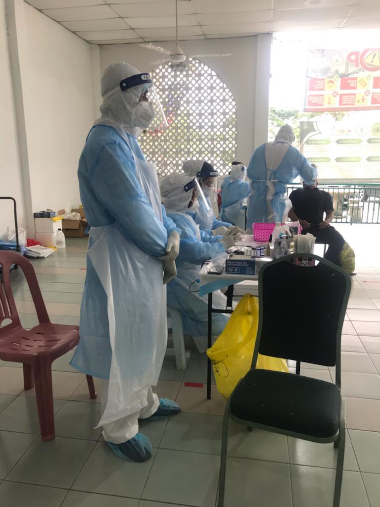 Ujian saringan khas covid-19 bagi 1310 jemaah di Masjid Lapangan Terbang Sultan Abdul Aziz